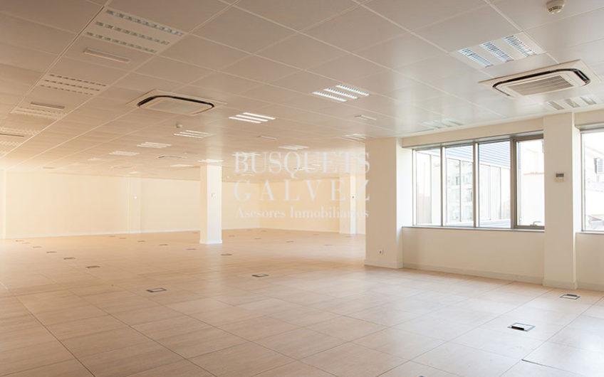 alquiler-oficina-barcelona-eixample-sagrada-familia-espacio diáfano